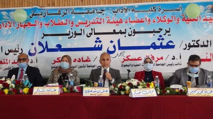د.عثمان شعلان رئيس جامعة الزقازيق يتفقد كلية الآداب بمناسبة بدء العام الدراسي الجديد .
