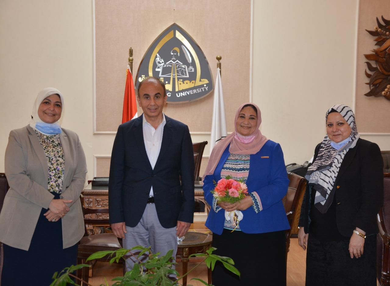 كلية الطب جامعة الزقازيق تقيم احتفالا لتكريم أطباء العزل بالجامعة في ذكري يوم الطبيب المصري وسط اجراءات احترازية مشددة