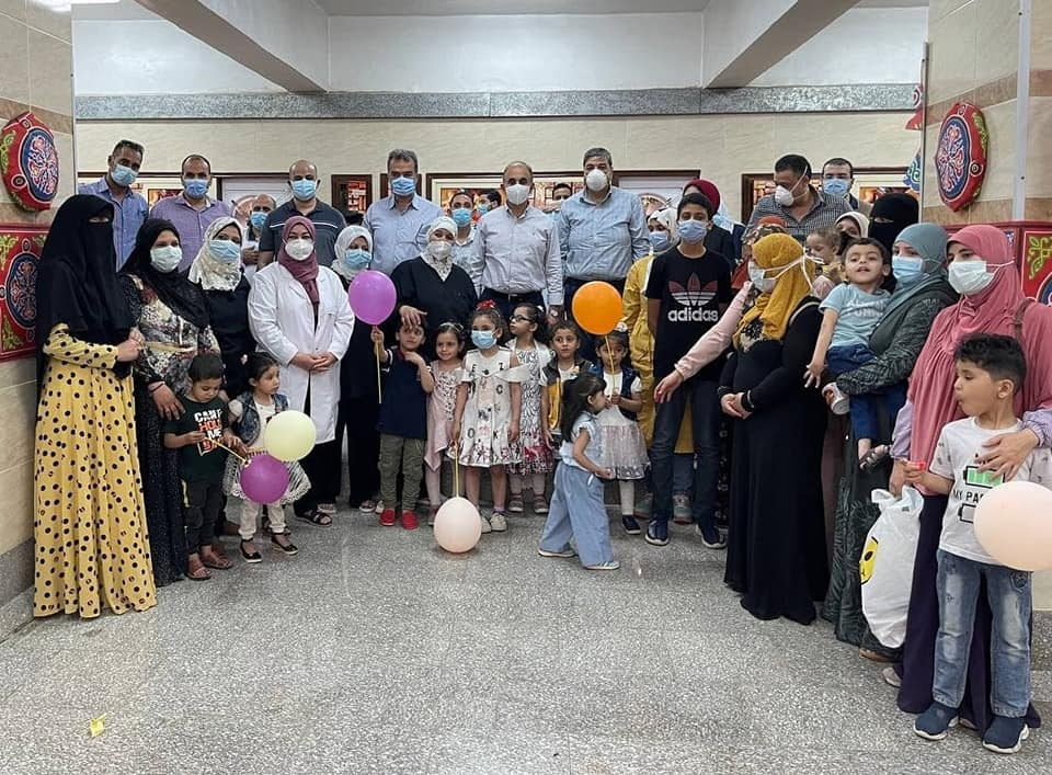 University President and Faculty Dean present gifts to children of metabolic diseases and allergies the occasion of the first Eid al-Fitr after the establishment of the bakery of Children