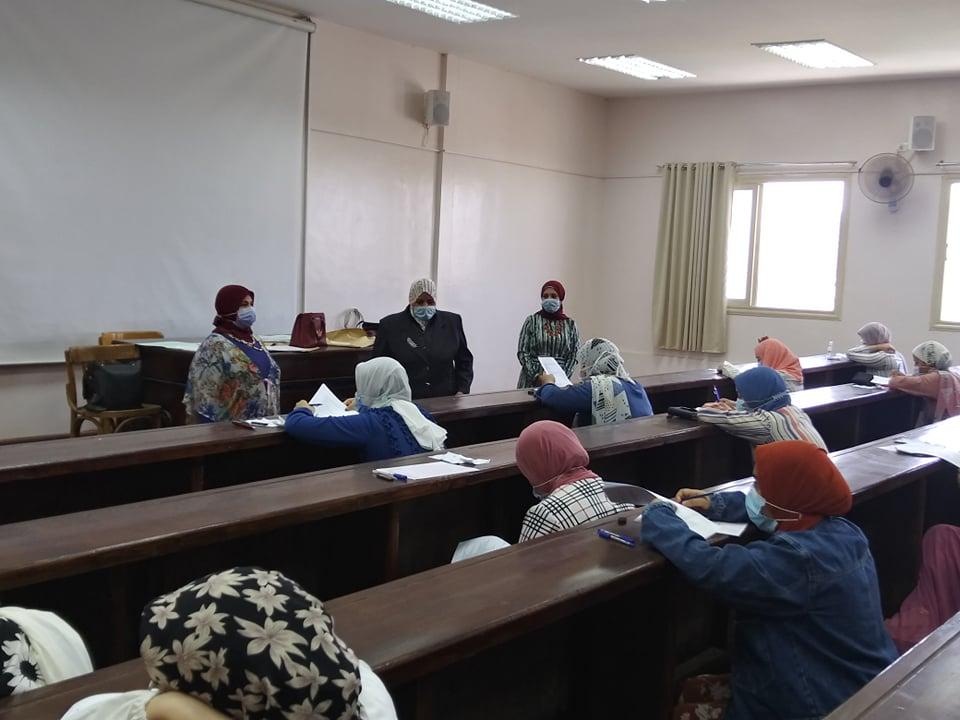 مرور عميد كلية التمريض على امتحانات الفصل الدراسي الثانى 2020 /2021م