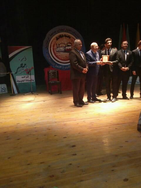حصول طلاب الكلية المشاركين بمؤتمر الشباب الأول بجامعة الزقازيق على ثلاث جوائز بالمسابقات البحثية التى اجريت ضمن فاعليات المؤتمر