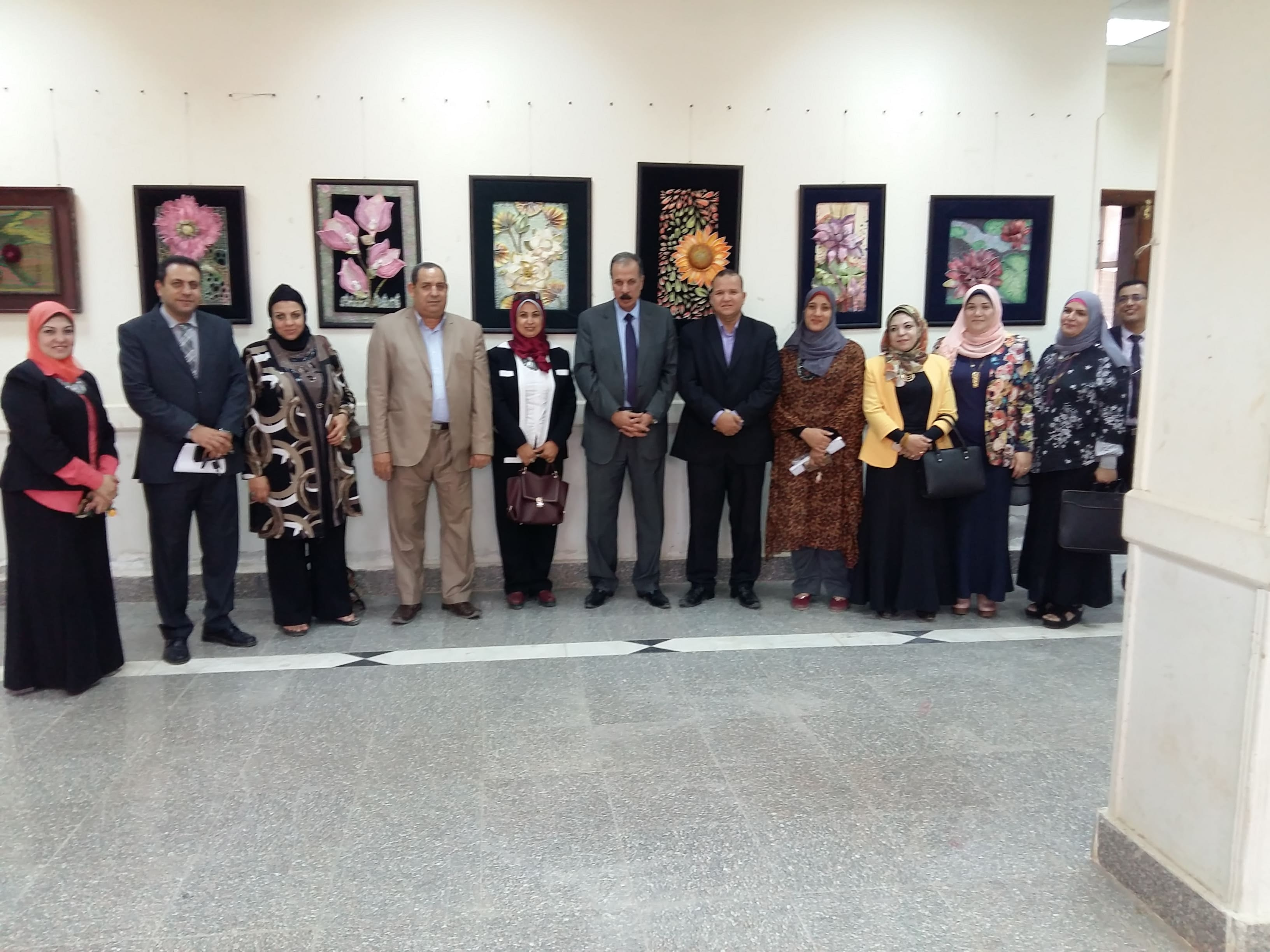 زيارة الأستاذ الدكتور / عبدالحكيم نور الدين نائب رئيس الجامعة لشئون التعليم والطلاب وحضور معرض أعضاء هيئة التدريس بقسم التربية الفنية